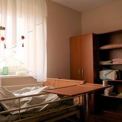 dom opieki - łóżko